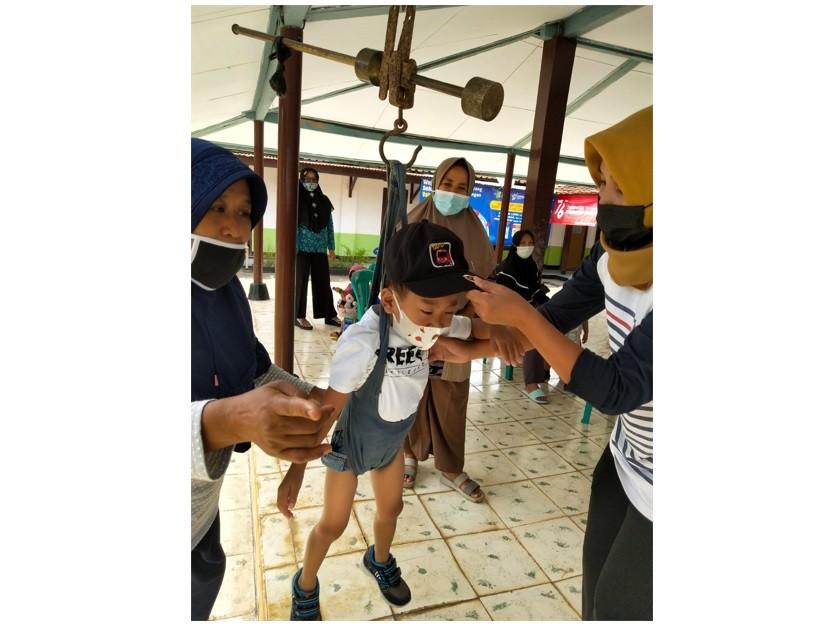 Kegiatan Posyandu Balita di Pendopo Kelurahan Kledung Karangdalem
